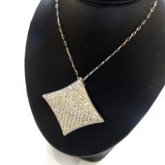 ひし型ダイヤモンドネックレス